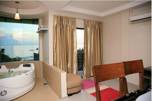 Honeymoon Package - Executive Family Suite